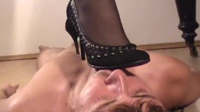 Shoes and feet worship under piano for smoking femdom