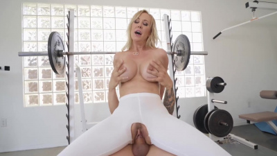 Brandi Love gets her pussy worked out on cock in ripped leggins