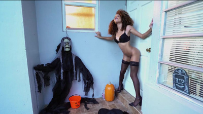 Cecilia Lion playing with dick and even fucking it through the door