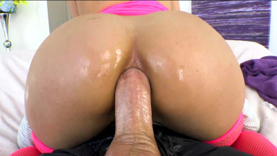 Luscious Latina Vanessa Sky can't wait to service Mike Adriano's big cock