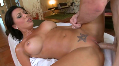 Hot pornstar Rachel Starr enjoys her time in massage parlor