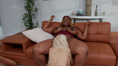 BBW Victoria Cakes teaches blonde slut Kenzie Reeves some discipline