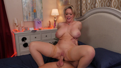 Cyrvy milf Dee Williams snacks with a hard cock on dinner