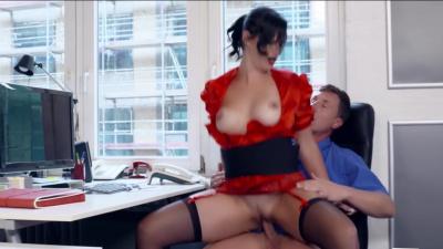 Euro secretary Sina Velvet pleases her boss in the office