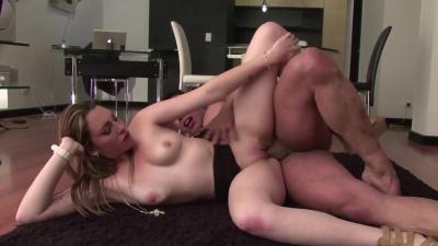 Fat ass latina Carolina Pulido receives oral creampie