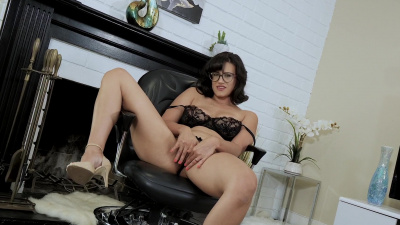 Sexy librarian milf Penny Barber rubs her clit on camera