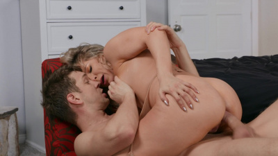 Freaky nymphomaniac Ashley Fires can't stop squirting