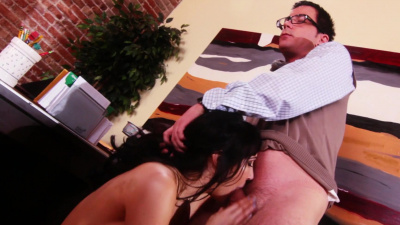 Lady boss Diana Prince facefucked by employee