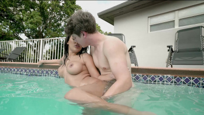 Extra hot babe Alina Belle has sex in the pool
