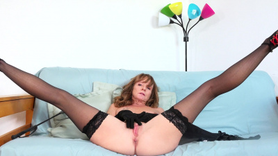Hot cougar Cyndi Sinclair shows off her big nipples breasts and her cock craving dripping cunt